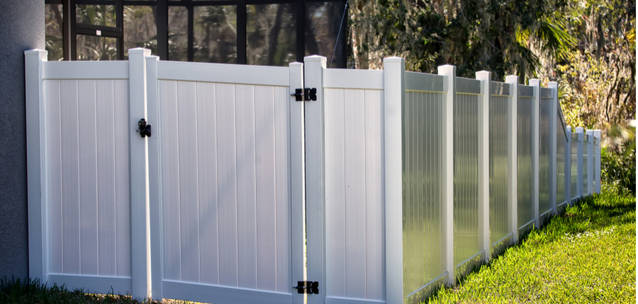 solid privacy vinyl fence with gate